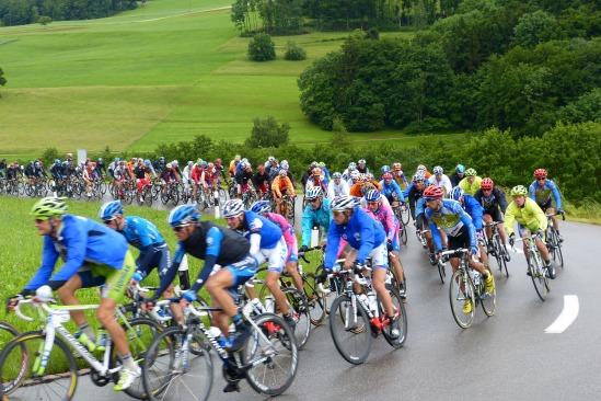 Tour-de-suisse-2012_peloton5.JPG